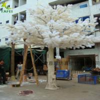 白色造型松树